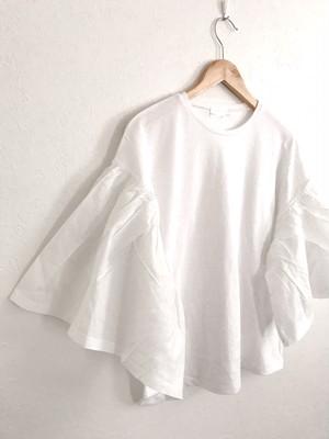 再入荷★たっぷりボリューム袖のコットンTシャツ
