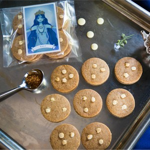 【革新の女神 KALI】スパイス&ホワイトチョコレートクッキー 袋入り・女神のメッセージカード付
