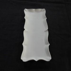 白磁稜花尺長皿