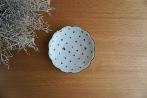 砥部焼/5寸花形型打ち皿/カラフル四角と蝶/皐月窯
