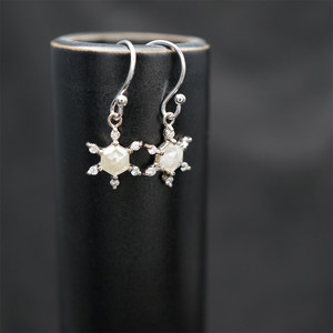 Snow crystal earrings K18