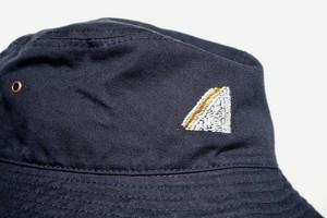 「サンドイッチ?サンドウィッチ?」 手縫い刺繍バケットハット(Bucket Hat)