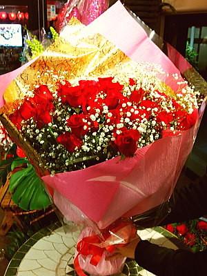 bu009 花束 赤バラ50本+カスミソウ