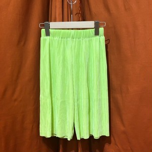 Pleated Short Pants    Color : Neon Green