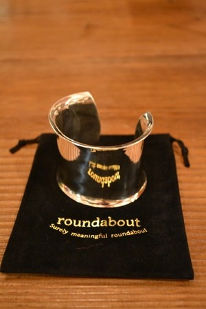 ROUNDABOUT / SILVER WIDE BANGLE