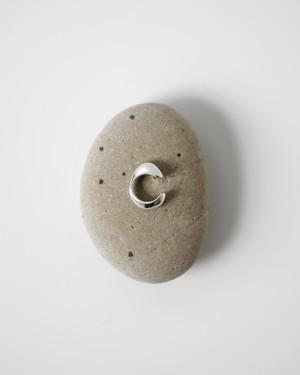 neutral / 石のカフ (Ear cuff)