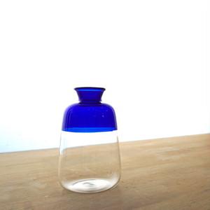 シンプルな配色は和の空間にも◎。ガラスベースツートンM ブルー