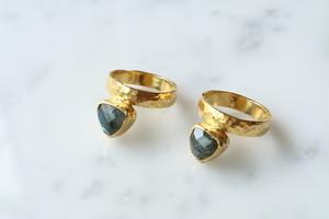 gold triangle stone antique design ring