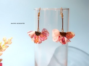 flower tassel pierced earrings ピアス/14kgfピアス/イヤリング/樹脂ピアス/樹脂ノンホールピアス フラワータッセル 揺れる カジュアル お花