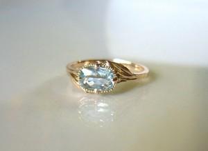 天然アクアマリンとリーフのK10の指輪
