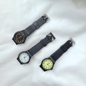 〈ファッション雑貨〉スタンダード クォーツ ラウンドフェイス ウォッチ  腕時計 / 時計
