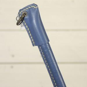 吊り下げられるボールペンホルダー ブルー