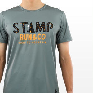 STAMP GRAPHIC RUN TEE (ROAD TO MOUNTAIN)