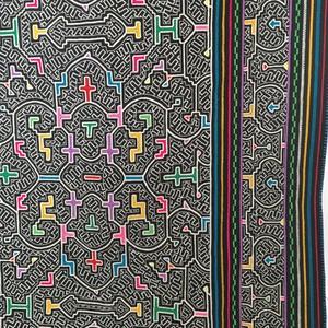 シピボ族の刺繍腰巻 黒 アマゾンの大判刺繍  AAA