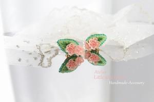 【Premiumシリーズ】添え桜*ビーズ刺繍イヤリング