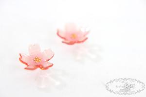 桜のクリアピアス・イヤリング