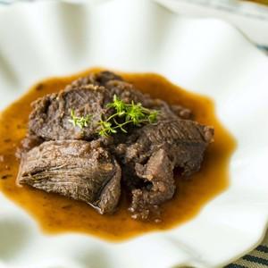 鹿肉の赤ワイン煮