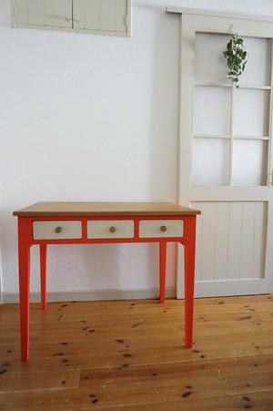手作りの北欧色の机(赤)
