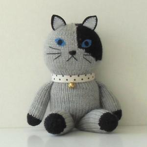 編みぐるみ     (抱っこちゃん猫グレー×黒)