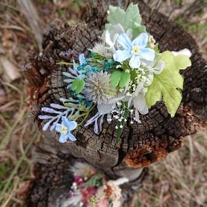 野花の花束ブローチ