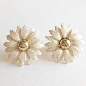 cream flower earring[e-1096]