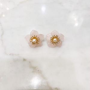 ローズクォーツの花びらに金張りのシルバーと真珠のピアス