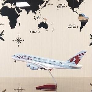 送料無料 カタール航空 模型飛行機 LED点灯 1/160 スタンド付