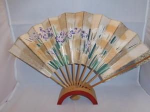 菊、あやめの飾り扇(ビンテージ) chrysanthemum,iris vintage fun(made in Japan)(No17)