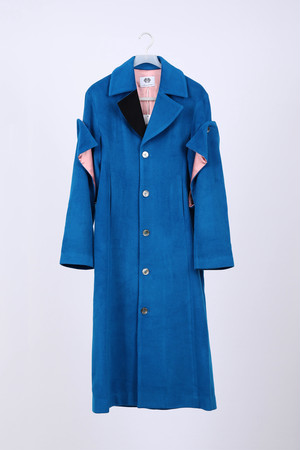 DETACCHABLE SLEEVE COAT