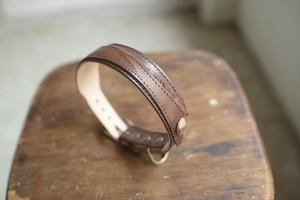 ルーズに作ったブラウンの牛革の首輪 001