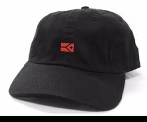 KYUS フラッグロゴ コットンキャップ(ブラック×レッド)