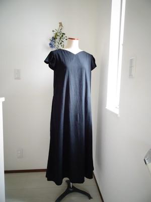 チューリップ袖の綿麻ロングワンピース ブラック