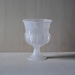 faint white / cup