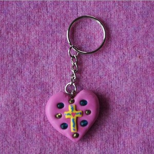 key holder:heart cross