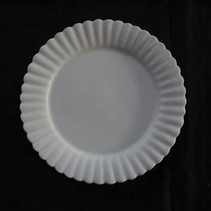 白磁輪花リム皿