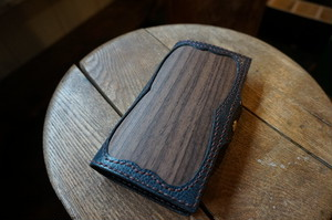 woody series. iphone7.8case ローズウッド柾目