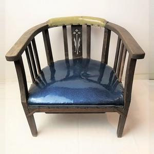 青い座面のレトロな木製椅子 時代物 アンティーク