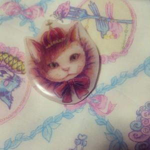 猫の王様ブローチ