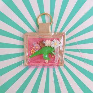 【Sui to Nika】キーホルダー 緑恐竜とお花と聖書