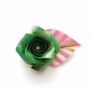 折り紙のバラ和紙のコサージュ