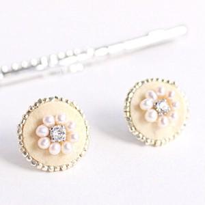 フルートのキーパッドのビジューピアス (M) Flute key pads pierced earrings with pearls and Swarovski (M)