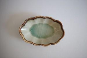 加藤祥孝|灰釉線彫輪花楕円小鉢