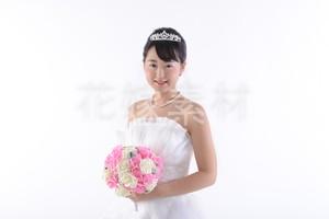 【0033】ブーケを持つ花嫁