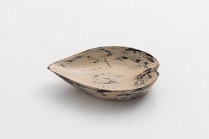 白漆砥出豆皿(花びらA)