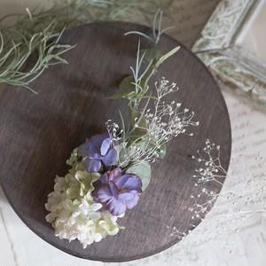 チランジアと小花のナチュラルなブートニア