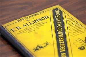 The ALLINSON VEGETARIAN COOKERY BOOK /洋書ディスプレイ