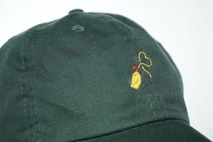 ピューーーー。「マヨネーズ」 手縫い刺繍キャップ