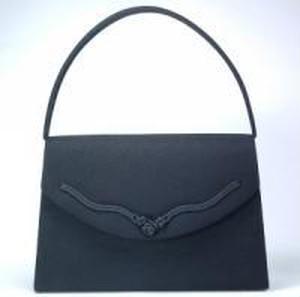 映画「海街diary」での大竹しのぶさんのブラックフォーマルバッグ