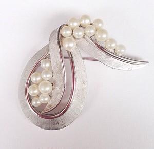 """""""Trifari"""" pearl & silver brooch[b-111]"""