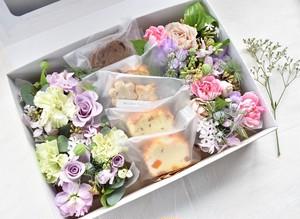 【母の日限定】送料込*ウフさんの焼き菓子と花の箱つめ